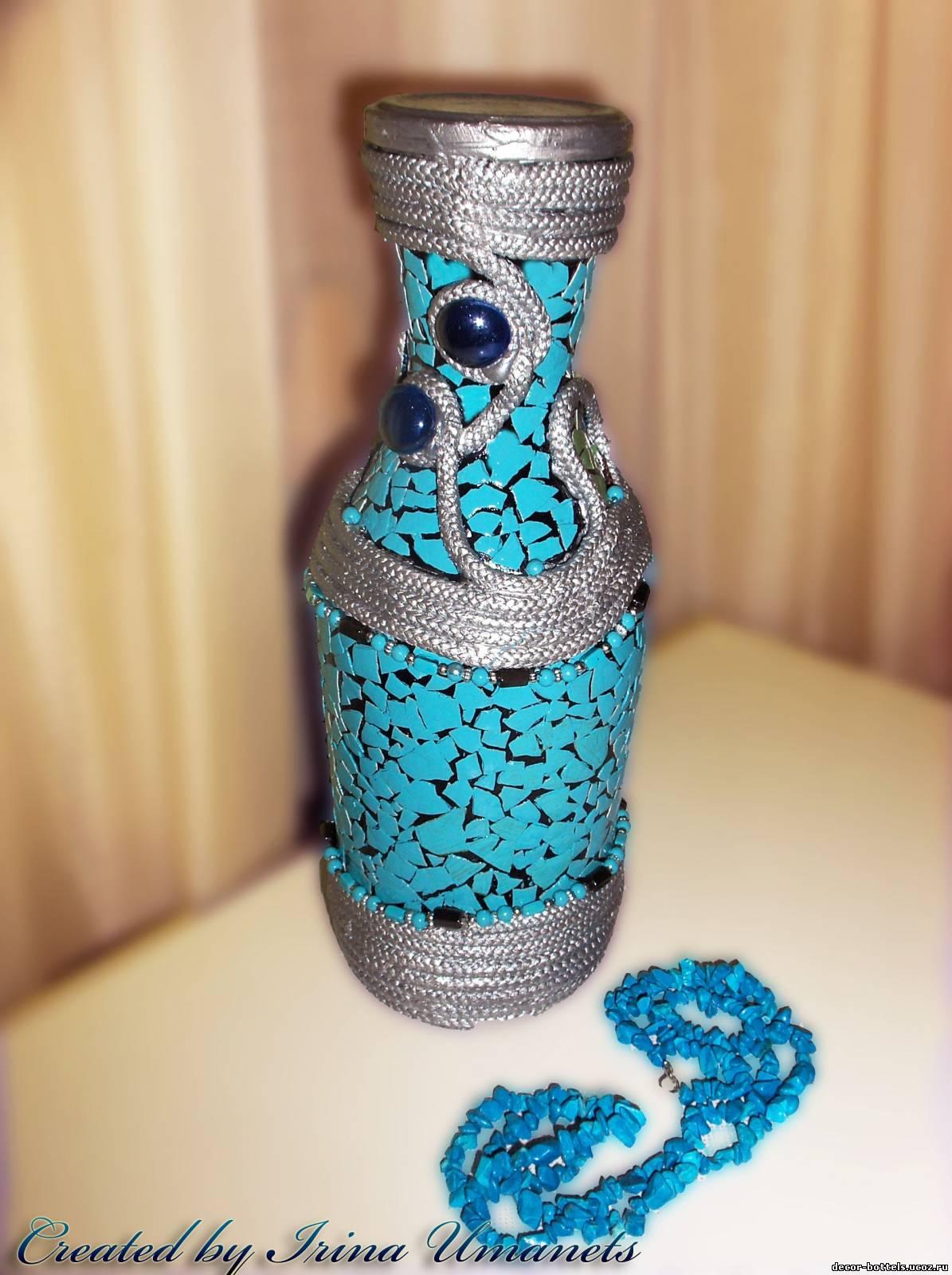 Поделка из стеклянных бутылок ваза